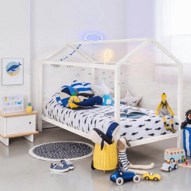 drevena-postel